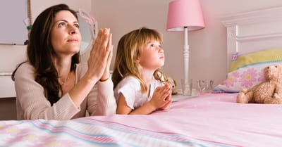 3 Things We Teach Our Children When We Pray