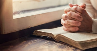 15 Things to Pray Before Reading Your Bible