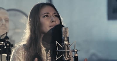 Chris Tomlin – 'Noel' live performance by Lauren Daigle
