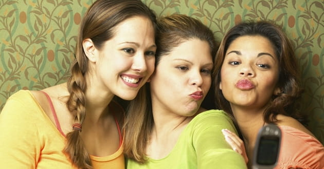 "How Does the ""Selfie Culture"" Affect Young Women Today?"