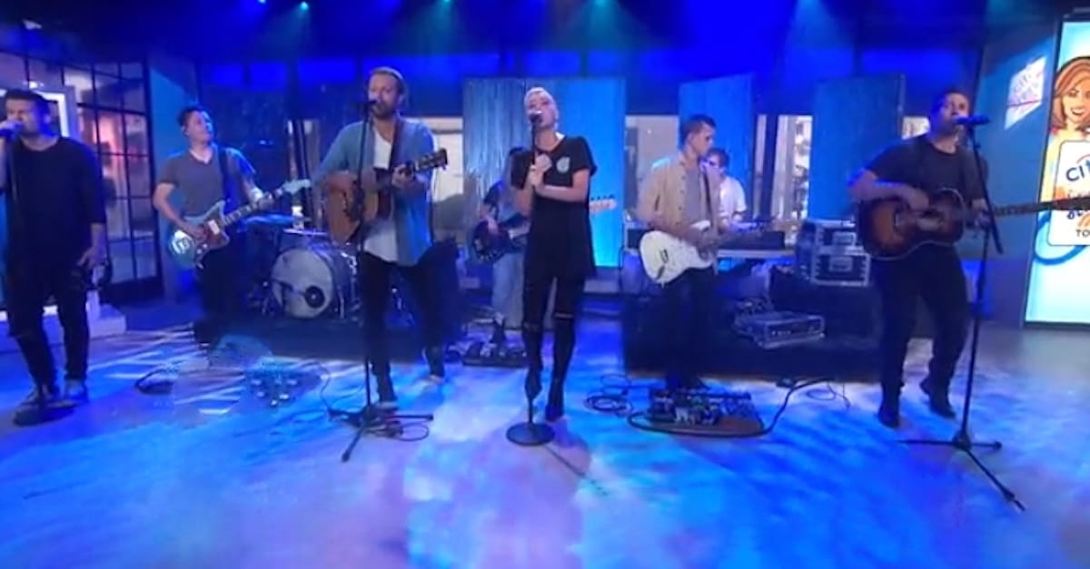 "Hillsong United Performs ""Oceans"" on The Today Show"