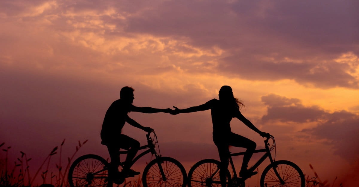 10 Things Happy Couples Do to Make Their Friendship a Priority