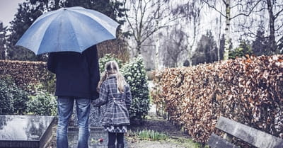 4 Ways to Honor Your Lost Loved Ones at Christmas
