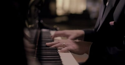 'Silent Night' – Angelic Performance From Piano Guys