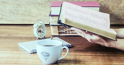 How to Develop Healthy Bible Reading Habits: 5 Tips