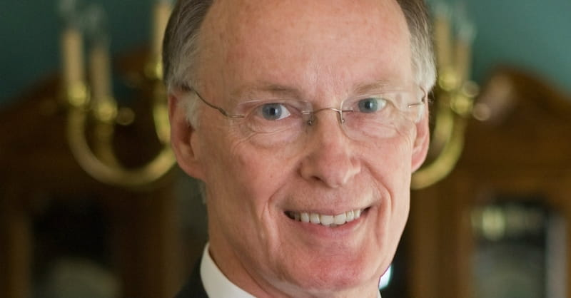 Alabama Governor, a Former Baptist Deacon, Resigns Amid Scandal