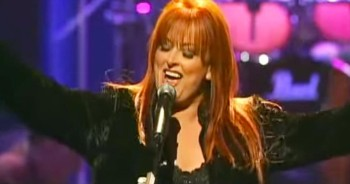 Wynonna Judd Becomes Emotional As She Sings 'I Can Only Imagine'
