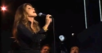 Faith Hill in a Stunning Performance of I Surrender All