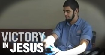Bold Man Wonderfully Sings to Jesus in Hospital Waiting Room!