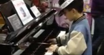 Young Boy Amazes Costco Shoppers With His Impromptu Piano Concert