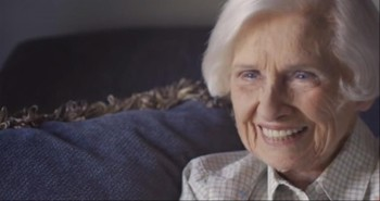 98-Year-Old Woman Shows What it Means to Love Thy Neighbor
