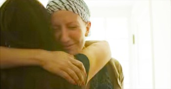 INCREDIBLE Friends Support One Woman's Battle With Cancer