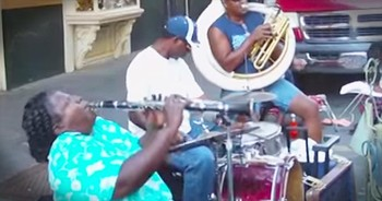 Street+Performer+Plays+%27Just+A+Closer+Walk+With+Thee%27+On+The+Clarinet