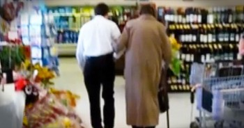 What This Grocery Store Clerk Did Was Above And Beyond. What An AMAZING Act Of Kindness.