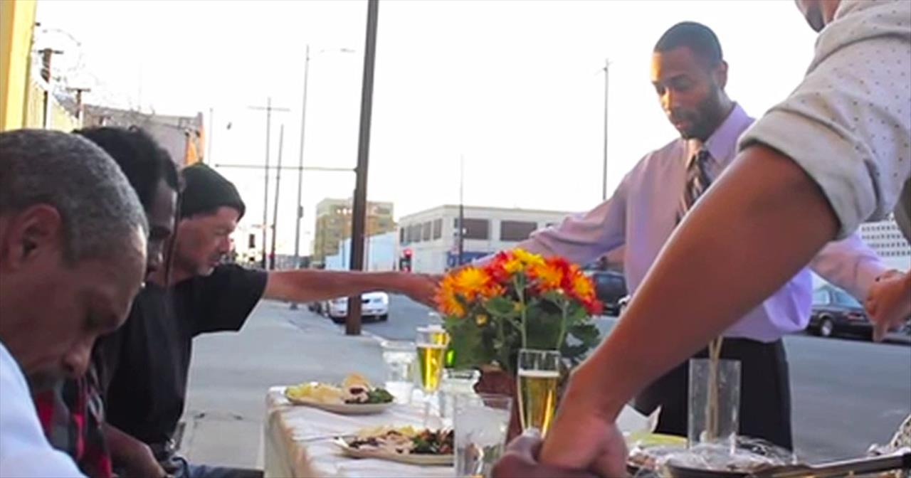 What These Kind Samaritans Did For The Homeless On Thanksgiving Had Me In TEARS. Amazing!