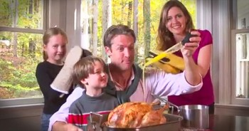 Family Sings Hilarious Thanksgiving Song 'All About That Baste'
