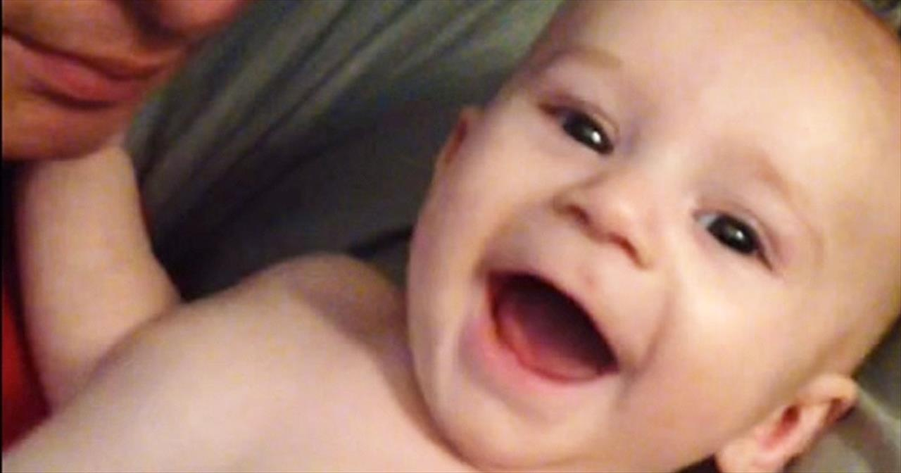 Father With No Arms Makes Son Laugh In The Cutest Ways