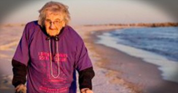 100-Year-Old Woman Sees The Ocean For The First Time