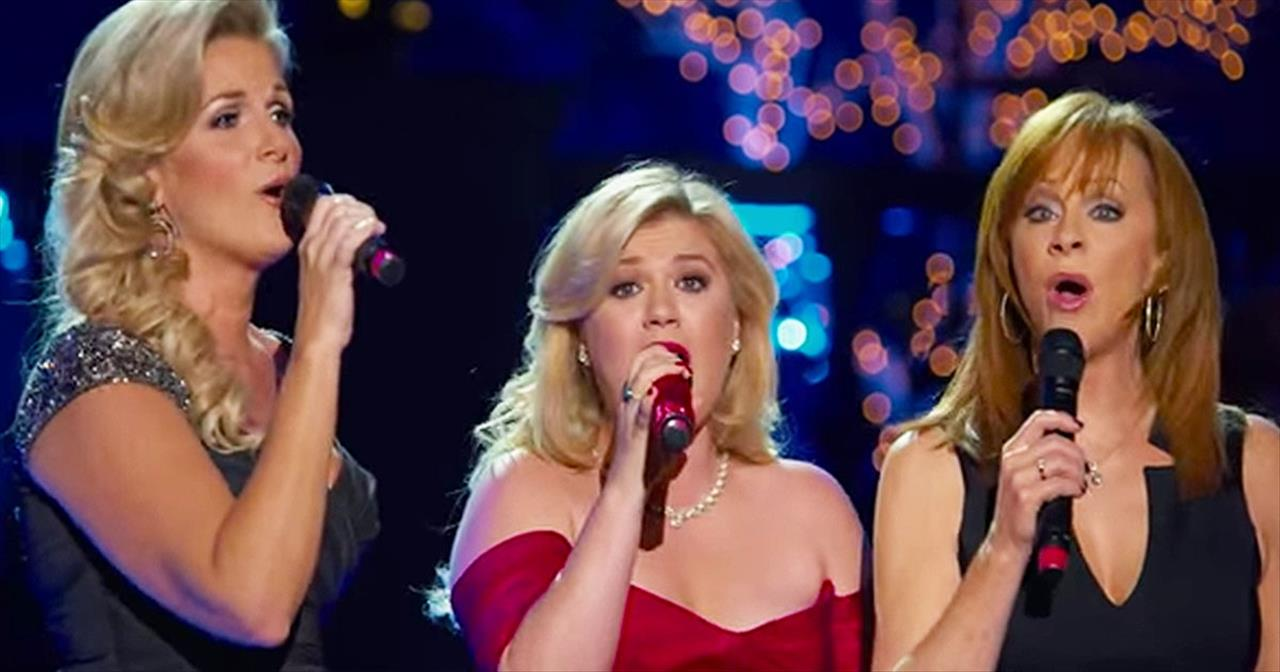 Kelly Clarkson, Trisha Yearwood and Reba McEn