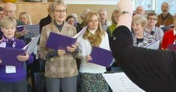 Alzheimer's Patients Come Together To Sing Songs From Their Memories