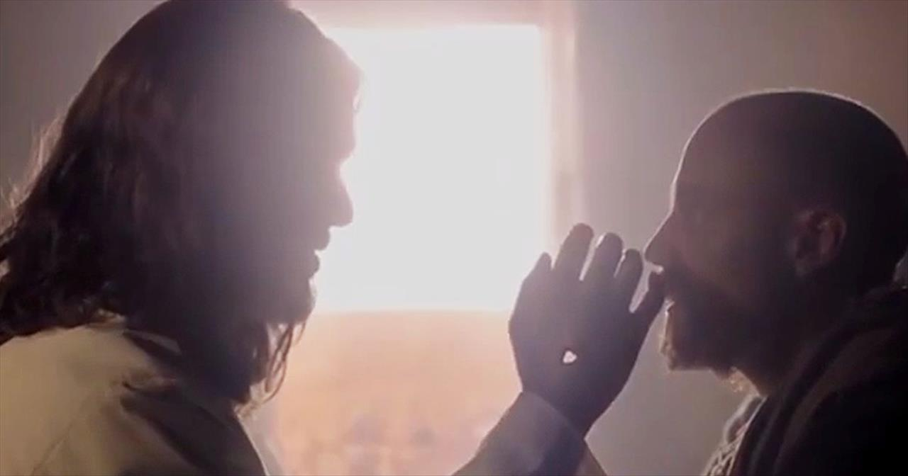 Amazing Christmas Version Of 'Hallelujah' Reminds Us What The Season Is Really About