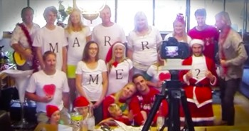 Family Christmas Photo Turns Into EPIC Surprise Proposal