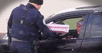 Police Officers Give Drivers Christmas Presents Instead Of Tickets