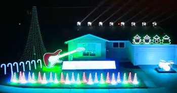 Hilarious Christmas Light Show Will STUN You