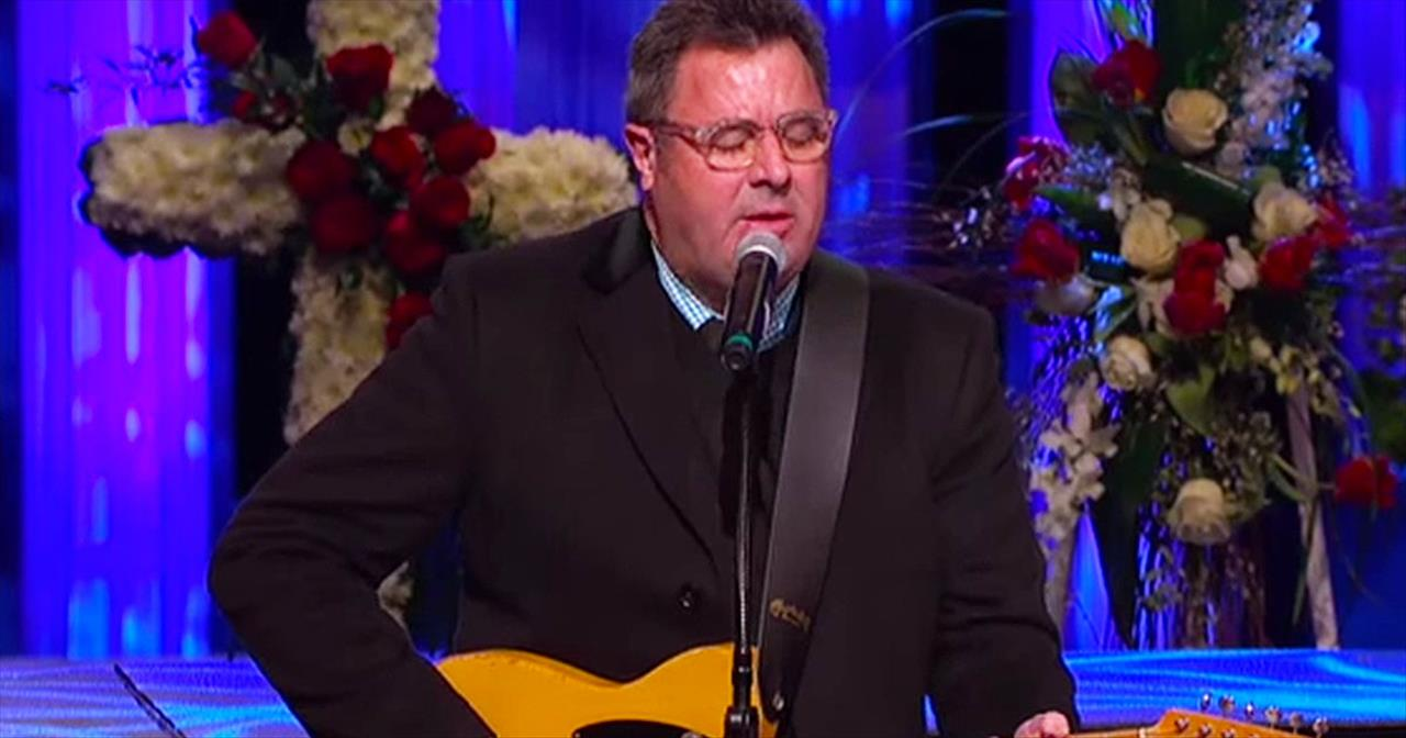 Vince Gill And Carrie Underwood Sing 'Go Rest High On That Mountain'