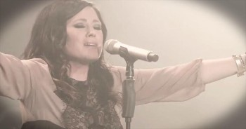 'Holy Spirit' – Awe-Inspiring Kari Jobe Hit Will Move You