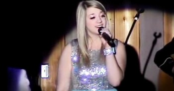 19-Year-Old AMAZES With Beautiful Easter Version Of 'Hallelujah'