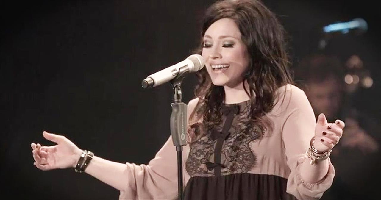 'Look Upon The Lord' – Anointed Kari Jobe Hit Will Give You Chills
