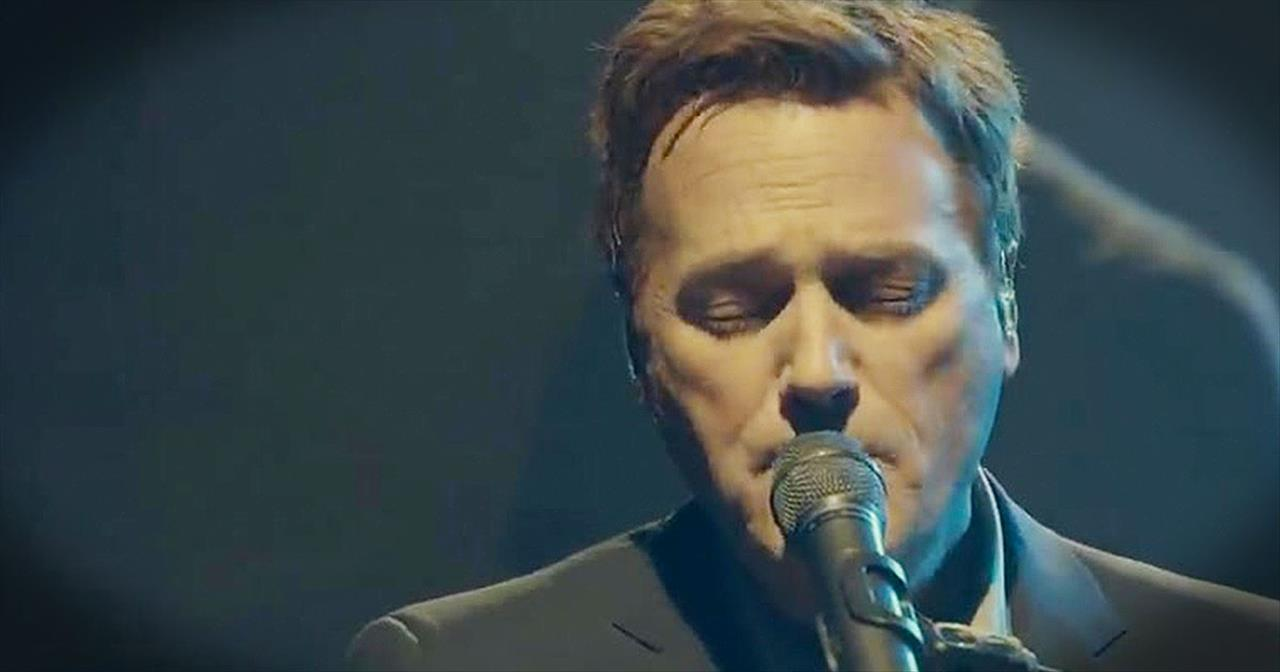 Michael W. Smith Gives All The Glory To The Lord With 'I Lay Me Down'