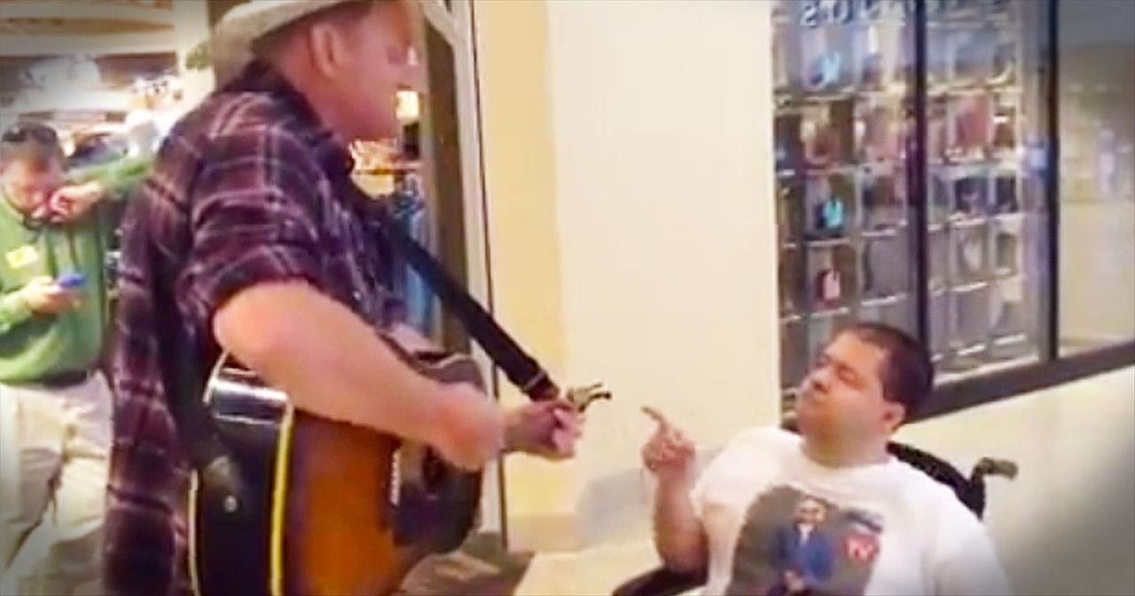2 Men Sing 'Amazing Grace' In The Middle Of The Mall