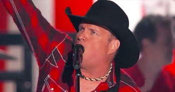 Garth Brooks Shows Patriotic Side With 'All American Kid' At Awards Show