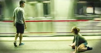 Mesmerizing Modern Dance In Subway