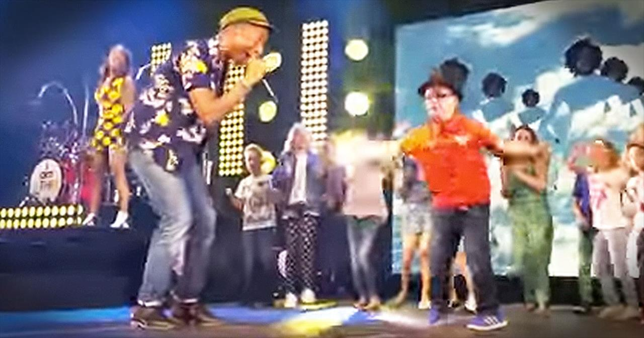 Pharrell Dances Onstage With 7-Year-Old To 'Happy'