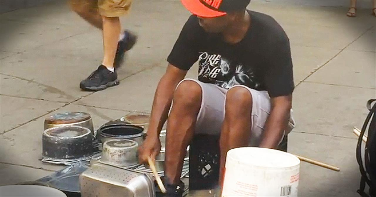 Street Musician WOWs With Pots And Pans