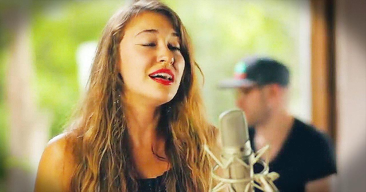 'I Am Yours' – Acoustic Performance From Lauren Daigle