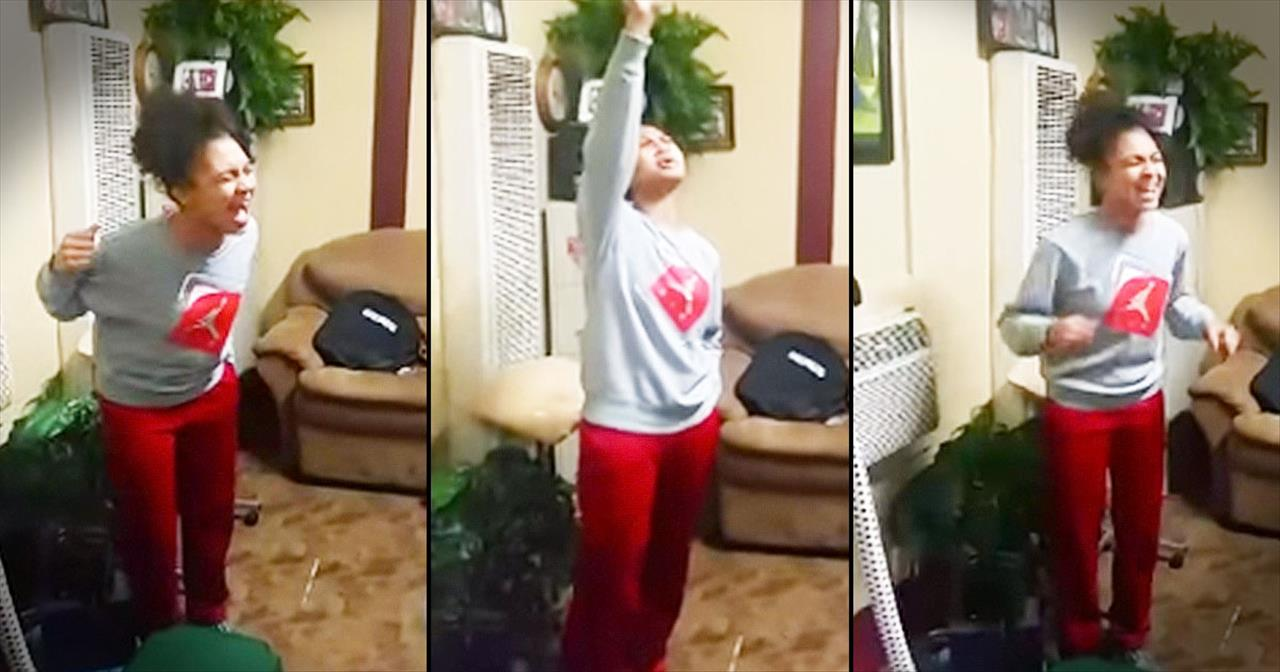 Young Girl With Anointed Voice Sings To The Lord In Her Living Room