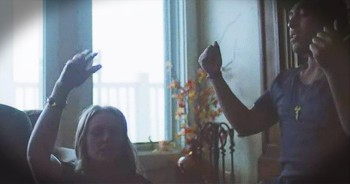 'O, Come To The Altar' – Goosebump-Inducing Acoustic Worship