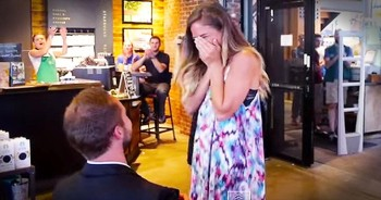 Man Stages Elaborate Proposal At Starbucks. Oh My Heart!