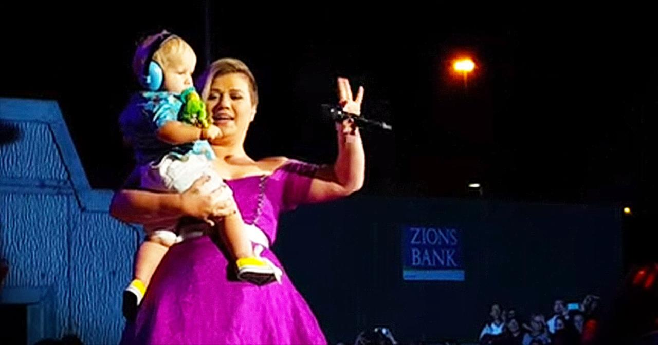 Kelly Clarkson Stops Concert When She Spots THIS In The Crowd