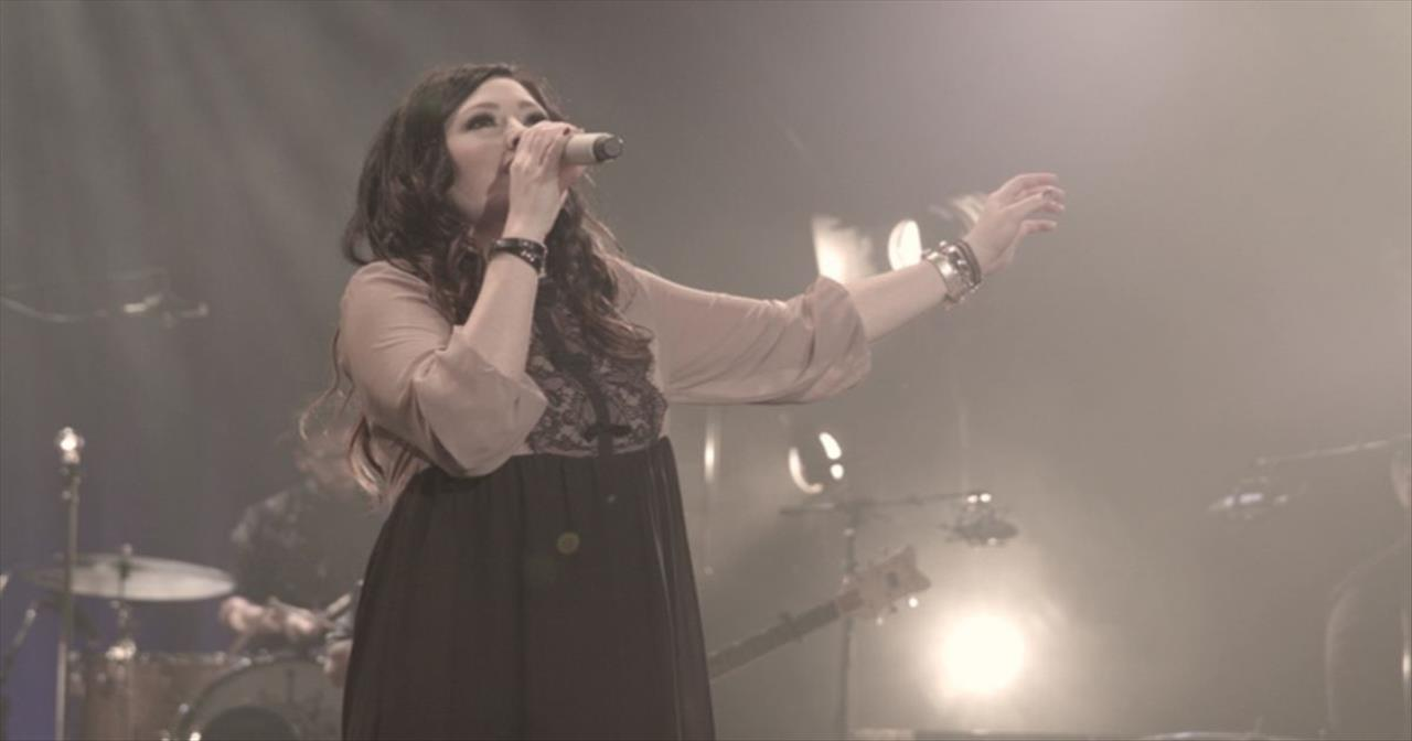 Kari Jobe - Let The Heavens Open (Live)