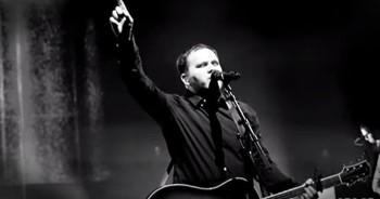 'Your Grace Finds Me' – Live Worship From Matt Redman