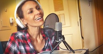 Godly Woman Sings 'Softly And Tenderly' During Cancer Treatment