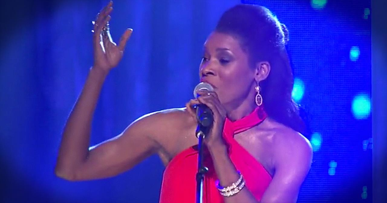 'Redeemer' – Nicole C. Mullen Performs This Favorite LIVE!