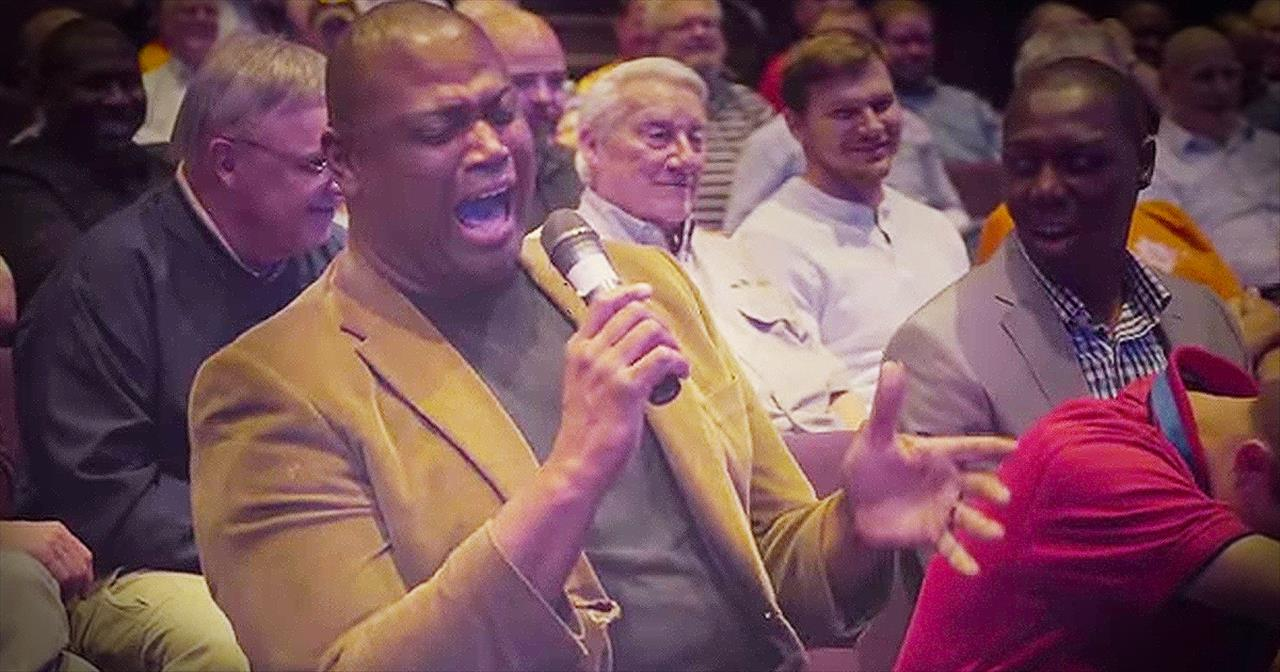 Audience Member Brings CHILLS With 'Amazing Grace' During Christian Comedian's Routine