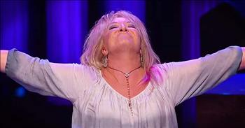 Tanya Tucker Sings 'Amazing Grace' Medley