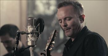 'Adore' - Live Christmas Performance From Chris Tomlin